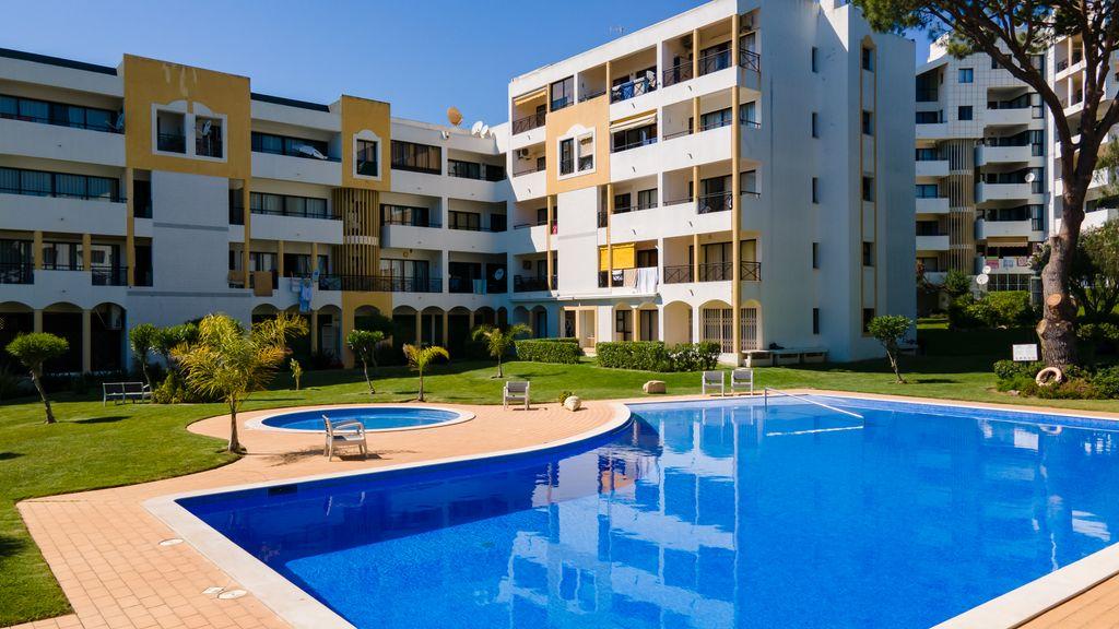 Amazing Flat W/Pool & Garden by LovelyStay