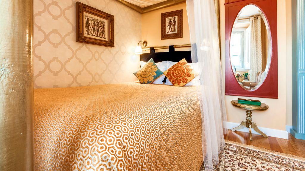 LUXa Charm House Hotel - Room 8 by LovelyStay