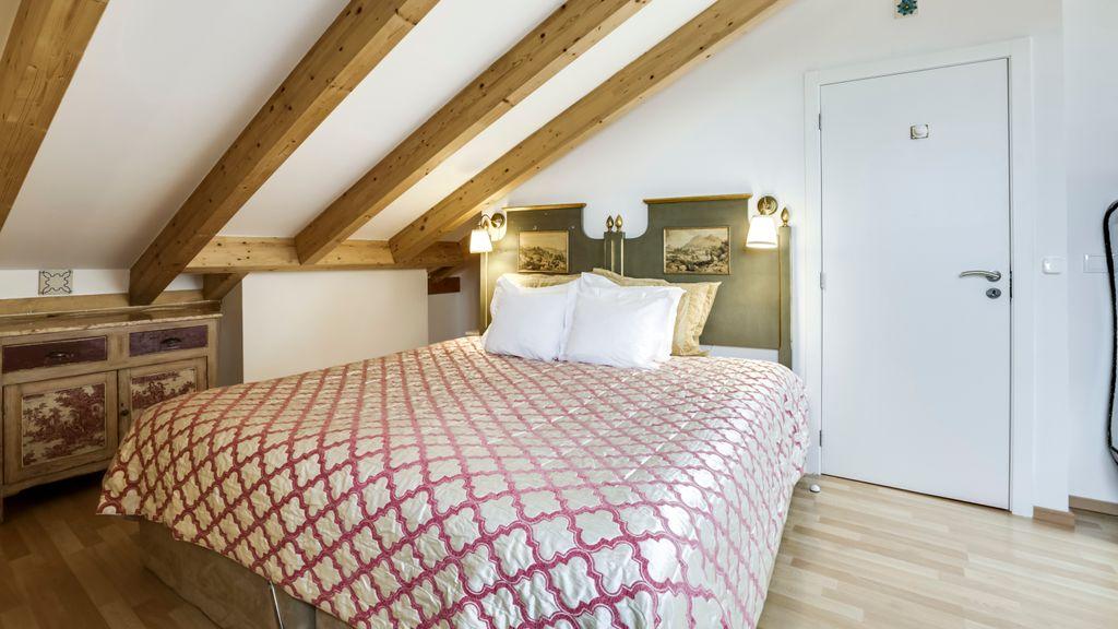 LUXa Charm House Hotel - Room 10 by LovelyStay
