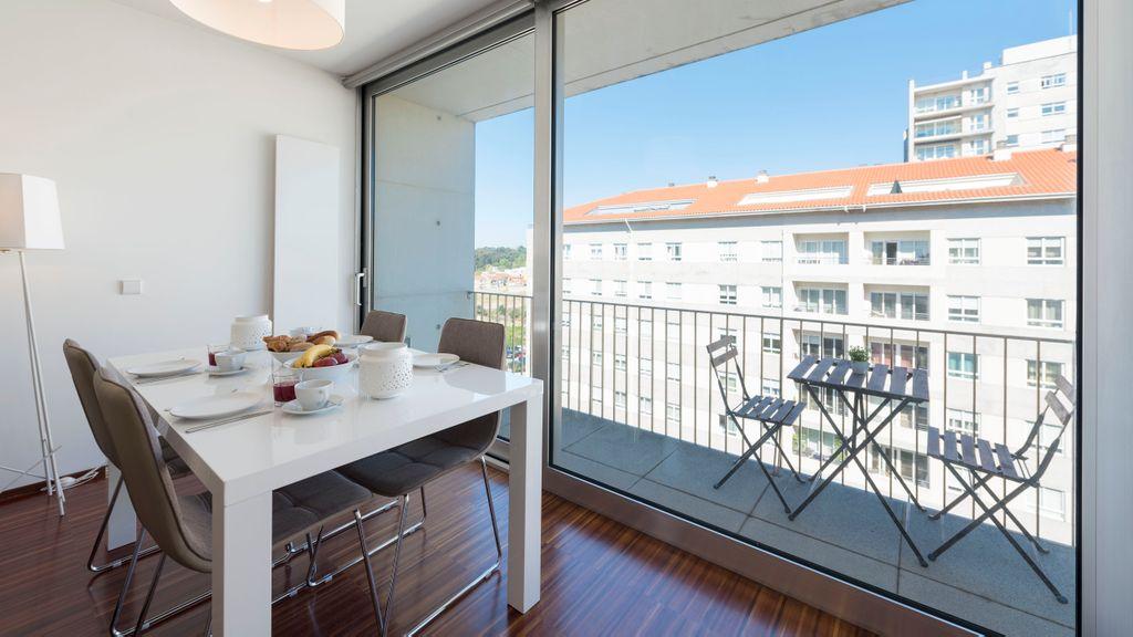 Casas Brancas - Modern Apartment w/ Balcony & free private parking