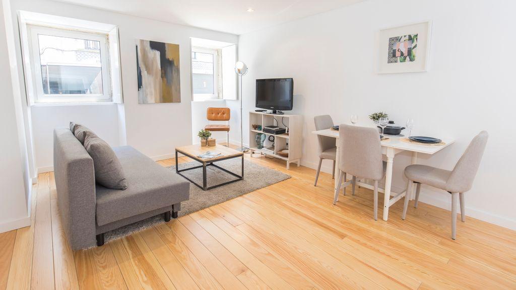 Bright Apartment w/ Patio