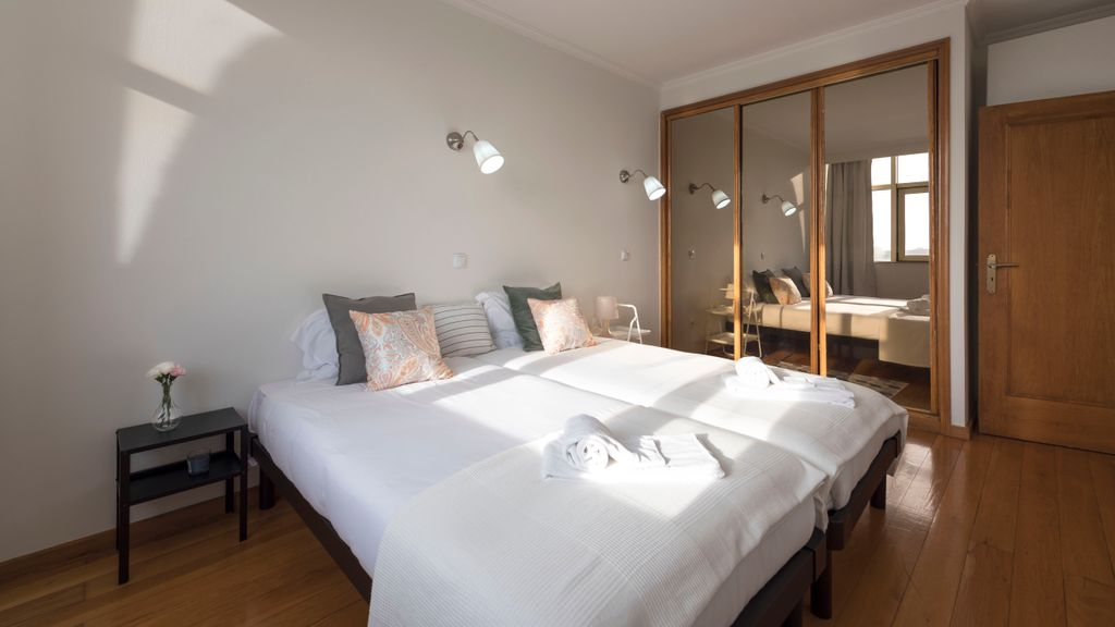 1BR Flat w/ Stunning Views over Porto by metro station