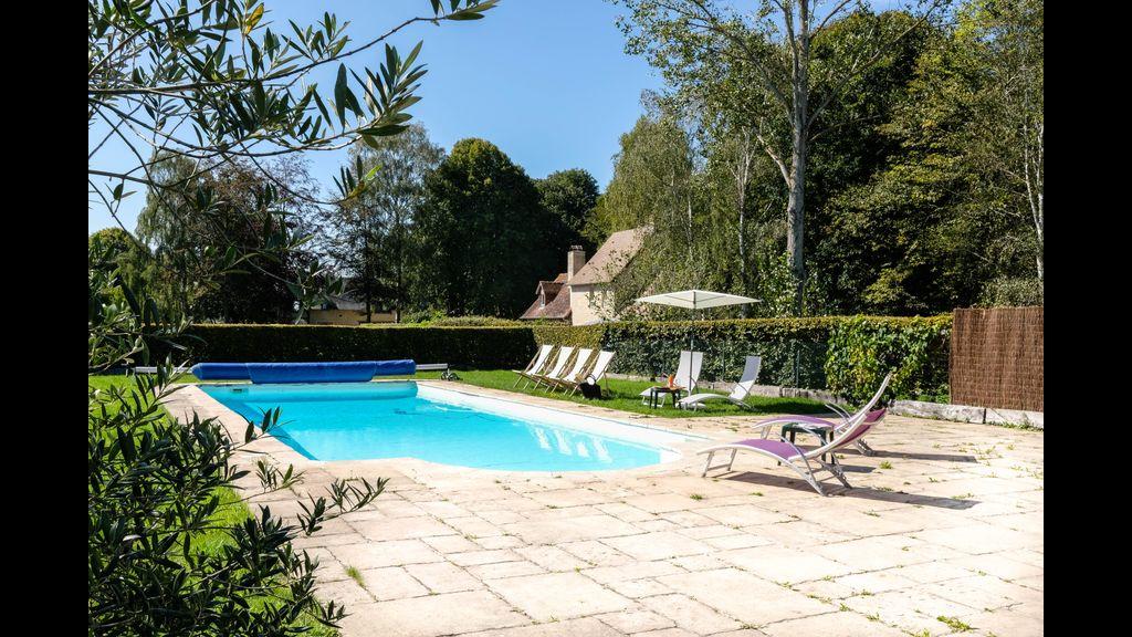 Charmante chaumière romantique avec piscine chauffée