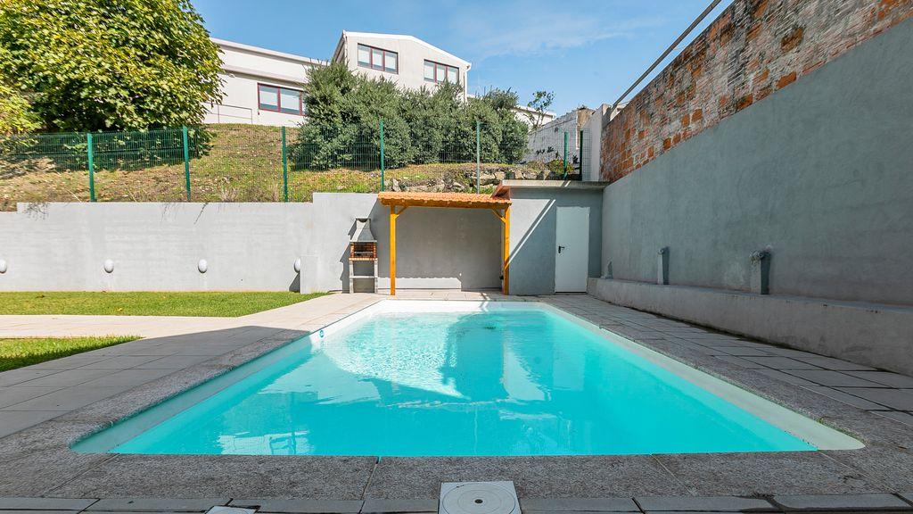 Modern 1BR Duplex w/ Pool & AC