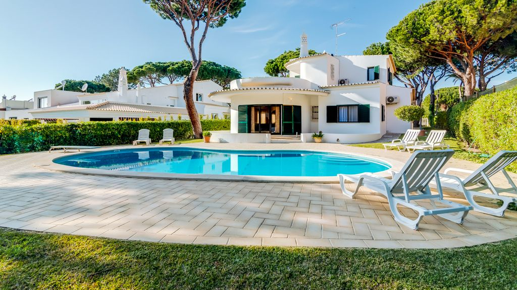 Villa Mimi by LovelyStay